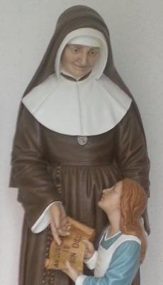 Julie Billiard. Statue im Verwaltungstrakt der Schule (Geschenk der Schwestern in Namur)